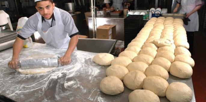 Küchenmaschinen in einem Bäckerbetrieb