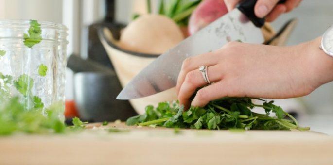 Gute-Küchengeräte-für-Rohkost-Obst-und-Gemüse